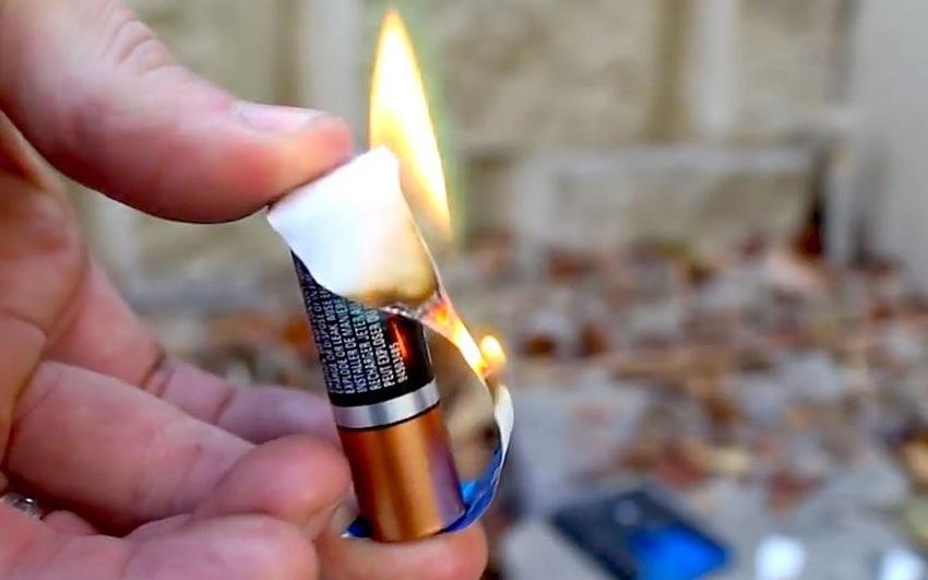 Как развести костер с помощью батарейки и фольги